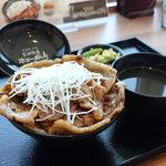 ホエー豚亭 - ホエー豚丼