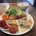 コマトラ - この日のプレートランチは 鶏のクリーム煮