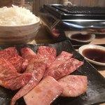 焼肉 哲 - 上カルビ定食(肉増し)1,880円+750円。