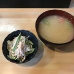 江戸金寿し - サラダ、お味噌汁がついています。