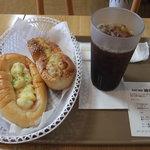 パニッシュ - ベーコン&ポテト、胡麻焙煎チキンSL、アイスコーヒー