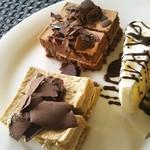 ピエール・ド・ロンサール - 2回目のお代わり…『スイーツ編』 1回目に食べて美味しかったモカケーキと初ショコラケーキ… シフォンケーキにはチョコレートファウンテンのチョコを掛けました(*^^)v☆