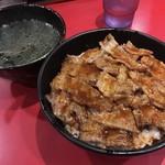 86342747 - カルビ丼(大)とワカメスープ