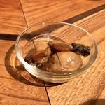 蕎麦・酒・料理 壱 - カキの燻製オイル漬け 650円