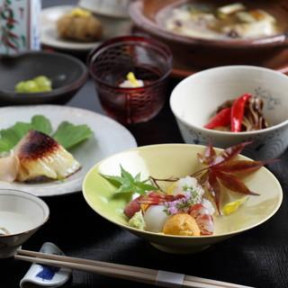 四季折々の贅沢な厳選食材を存分に味わえる2種類のコース