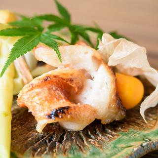 本日厳選の旬食材と和食器でもてなす、「貴水」の和食。