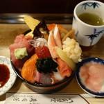 寿司芳 - 並ちらし 1100円