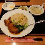 横浜中華街 景珍樓 - は豚バラ肉の角煮チャーハンのサービスセット