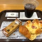 神戸屋スタッツォ - アイスコーヒー/ソーセージエピ/バナナクーヘン
