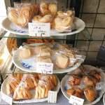 ケルン - 店内の焼き菓子。素朴でおいしそう。
