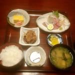 東宝茶屋 - 御刺し身定食 1000円