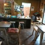 ティースペース 茶楽 - 奥が キッチン
