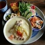 ティースペース 茶楽 - 料理写真:♪♪♪♪シチューのような豆乳スープ  キャベツ  鶏肉  キッシュ    サラダ   切り干し大根とあげ     マカロニ