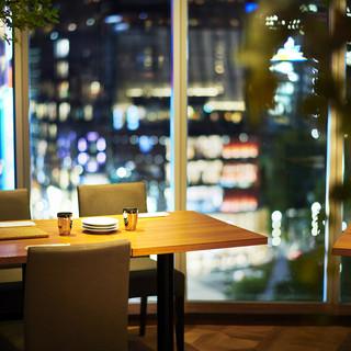 【寛ぎ空間】2名様~団体様まで利用可能な夜景が見える席