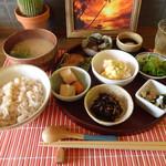 茶の湯 - 玄米ご飯の日替わりランチ