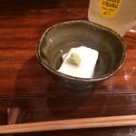 和食屋 きくお - お通しはチーズ豆腐