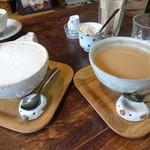 南果 - ドリンク写真:カフェラテとチャイ