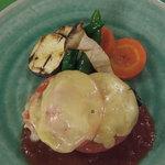 のんびりーと - トマトチーズハンバーグ。とろーりチーズとあっさりトマトソースでどうぞ。