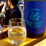 そらや - 日本酒「若波」(グラス90ml、400円)。