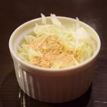 KITCHEN BAR 新目黒茶屋 - 【豆腐ときのこ キーマカレー@税込1,000円】開幕はサラダ