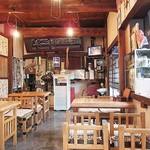 久美野 - 街の蕎麦屋的内観