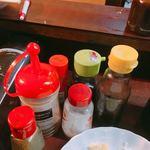 米山 - 卓上の調味料各種