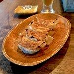 月琴の小さな餃子屋さん - *香草(パクチー)焼き餃子 5コ(¥400)