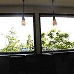 シェフヤマモト - 内観;窓から緑を眺めながら…