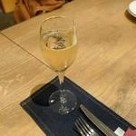 ビストロ ノアキ - ドリンク写真:スペインのスパークリングワイン カバ