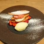 ビストロ ノアキ - 赤いフルーツのムースとホワイトチョコレートのフィヤンティーヌ
