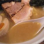 ラーメン サンガ - サンガ式家系のスープ