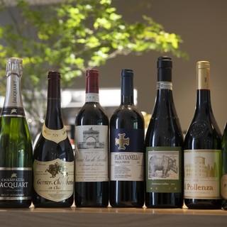 お食事と共に愉しめるワインも豊富に取り揃えております。