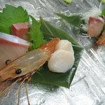 味里 - 懐石料理の刺身です。季節により内容が変わります
