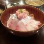 海山 -    海鮮丼