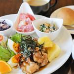 Troom Café - 本日の数量限定ランチ 焼たてパンorごはん食べ放題