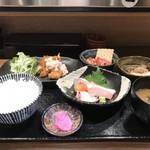 うお左衛門 - 今日の日替わりの「はもと鯛のフライ定食」です(2018.5.24)