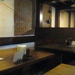 南風堂珈琲店 - 店内は薄暗く、一人のお客さんも多いのでくつろげます。