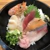 北海素材 - 料理写真:寿司屋の上海鮮丼と寿司屋のうどんセット