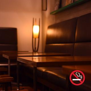 【店内はすべて禁煙席】ゆったり寛げるソファ席も