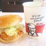 ケンタッキーフライドチキン - 料理写真:チキンフィレサンド370円 メロンソーダSは無料