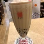 春水堂 - ◆ミルクティーはアイスを選び、50円でタピオカをプラス。 甘いですけれど、麺が辛かったので中和されてよかったですね。