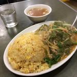 ぶん華 - 「ぶん華ランチ」は中華スープ付き、税込750円。 ビバ、日式中華!