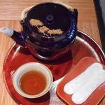和か屋 - お滝もちとお茶で220円