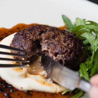 上質な肉の旨味体験ー熟成牛のハンバーグー