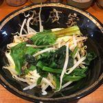 86414951 - 麺少なめはトッピングサービスで「野菜畑」(通常200円)