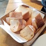 Amelie Cafe - ホックリと焼かれたパン