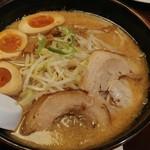 赤みそ家 - 料理写真:味玉味噌らーめん 860円
