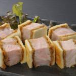 豚料理専門店 銀呈 - 贅沢かつサンドロースど真ん中!