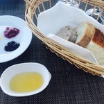 サンクゼール・ワイナリー - パン、ジャム、オイル