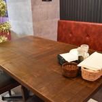 GOD TENDER - ゆったり座れるテーブル席